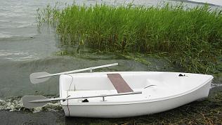Перевернувшуюся на лодке пару спасли матросы на озере в Челябинске