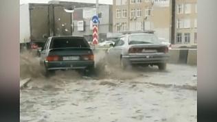 Копейское шоссе встало из образовавшегося «моря» на дороге