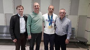 Победитель Европейских игр Денис Ярцев вернулся из Минска в Челябинск