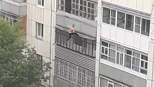 Жительница Кургана сорвалась с карниза многоэтажного дома