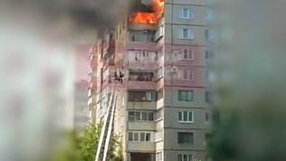 В Челябинске на Северо-Западе горит жилой дом