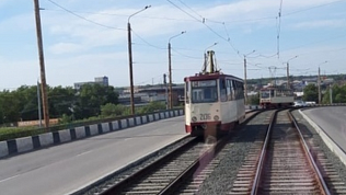 В Челябинске встало движение трамваев на Каслинском мосту
