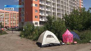 Дольщики разбили палаточный лагерь у недостроя