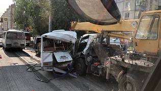 В Челябинске в страшной аварии пострадали 9 человек и один погиб