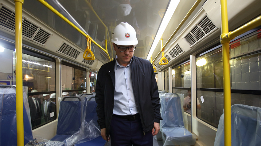 Алексей Текслер предложил руководству УКВЗ испытать новый трамвай в Челябинске