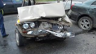 Последствия столкновения «Тойоты» и «Шестёрки» в Златоусте. Видео