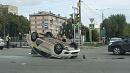 В Челябинске автомобиль Яндекс.Такси перевернулся посреди перекрёстка