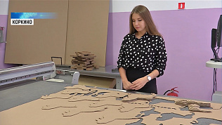 На фабрике в Коркино мастерят скульптуры из картона