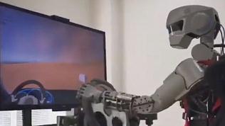 Робот Фёдор собирается в космос. Видео