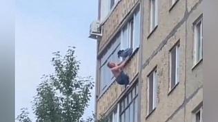 Уфимец чуть не сорвался с 8-го этажа