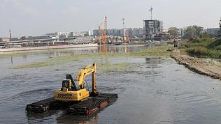 В Челябинске заканчивают чистку главной водной артерии
