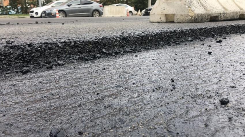 В управлении дорожного хозяйства Челябинска опровергли факт укладки асфальта в дождь