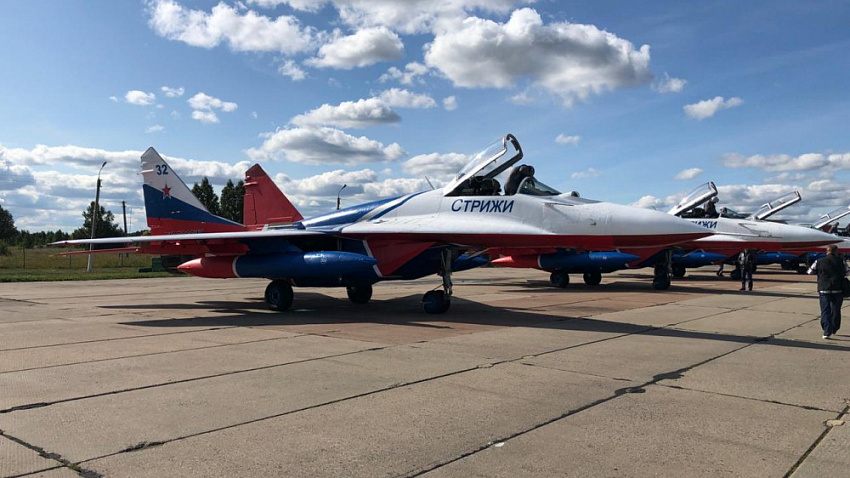 «Стрижи» прилетели: легендарная авиагруппа выступит в небе над Челябинском