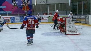 Легендарные «Стрижи» сыграли с челябинцами в хоккей