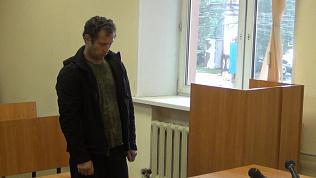 Суд над хулиганом, испортившим вывеску приемной Медведева