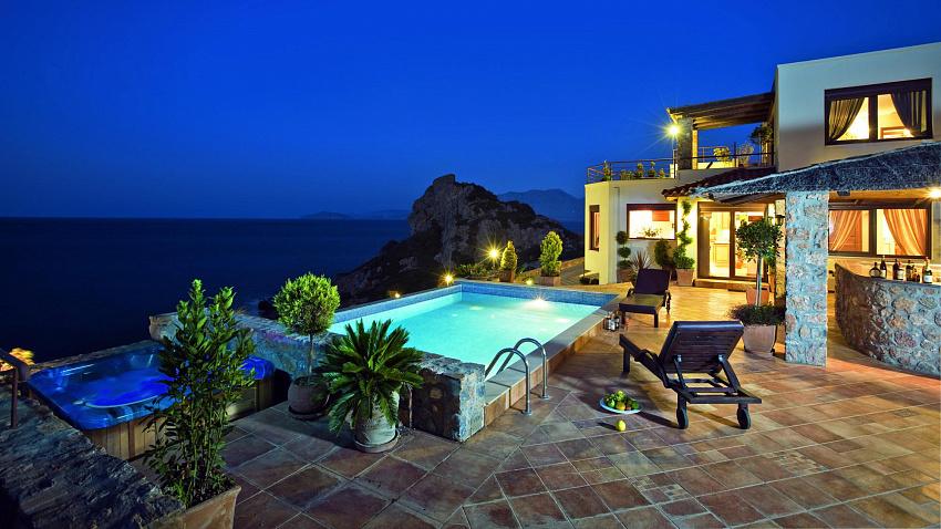 Дом на курортном побережье Средиземного моря в Турции
