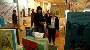 Ирина Текслер купила книгу для сына на Южноуральской книжной ярмарке