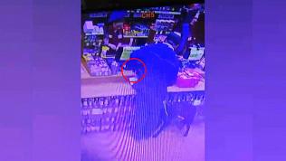 Взял, что плохо лежит: мужчина украл с прилавка телефон