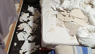 Потолок упал на челябинскую семью в Евпатории