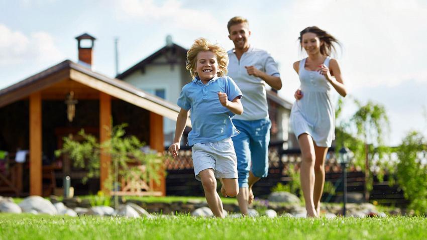 В чем преимущество дома перед квартирой для молодой семьи?