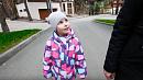 Юная челябинка собирает мусор с улиц по дороге в детский сад