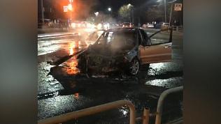«Мерседес» протаранил 20 машин и сгорел