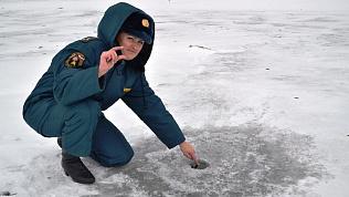 Лучше, когда толще: спасатели рассказали, когда можно будет выйти на лед