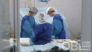 Операцию на суставе в восемь рук провели хирурги в Челябинске