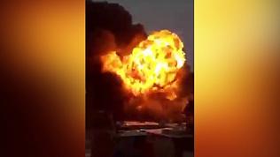 Банки с краской взрываются как бомбы: в Екатеринбурге горит лакокрасочный завод