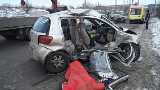 Лобовое с Тойотой «Витц»: водитель погибла, ребенок в больнице