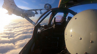 Военное видео: дозаправка истребителя в воздухе