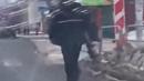 Неизвестный ходит с автоматом по улицам Челябинска