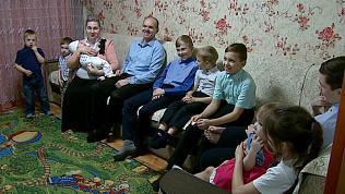 Мама, папа и 12 детей: многодетная семья живет в Челябинске