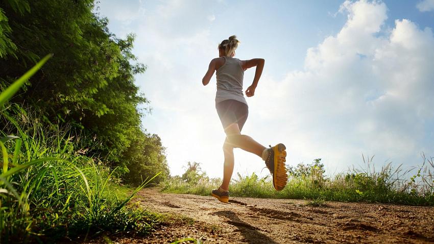 Что лучше: бег на улице или беговая дорожка?
