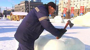 В Челябинске сносят фигуры в ледовом городке