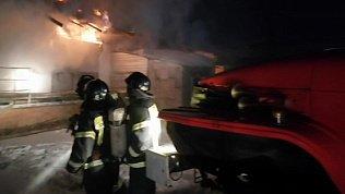 Появилось видео пожара на мебельном складе в Челябинске