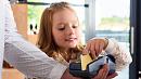 Польза или вред: эксперты рассуждают о необходимости делать банковские карты для детей