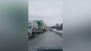 Многокилометровая пробка образовалась на трассе М-5 из-за массового ДТП