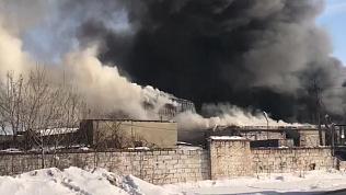 Крупный пожар в промзоне Челябинска