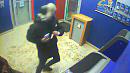 Южноуралец ограбил женщину у банкомата
