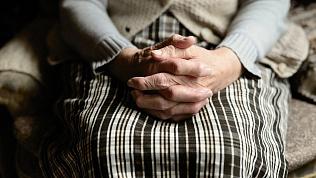 «Изрежу, утоплю»: пожилая челябинка сбежала из дома из-за сына-тирана