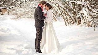«Влияние двойки и Юпитера»: влюблённые пары в Челябинской области решили связать себя узами брака в «мистическую» дату