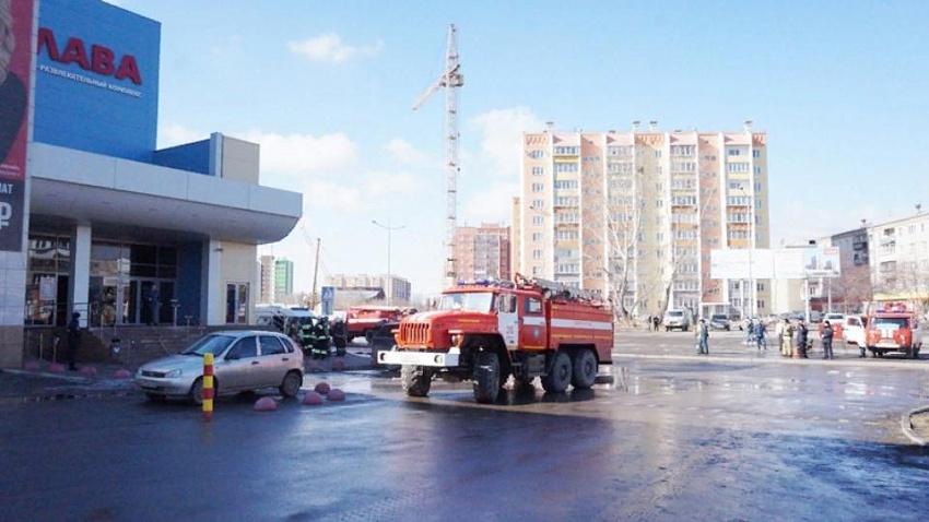 История с дымком. Посетители торгового центра в Копейске продолжали шоппинг во время пожара