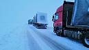 «Спим в машинах»: водители застряли на трассе в Челябинской области
