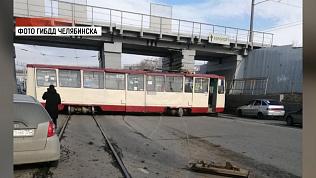 Трамвай сошел с рельсов в Ленинском районе