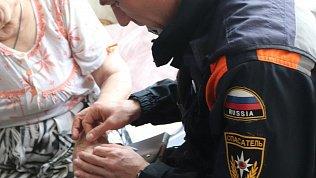 Пенсионерка стала заложницей собственного кольца в Челябинске