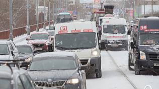 Из-за снегопада Челябинск встал в 9-бальных пробках