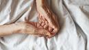 Пожилая женщина с коронавирусом умерла в России