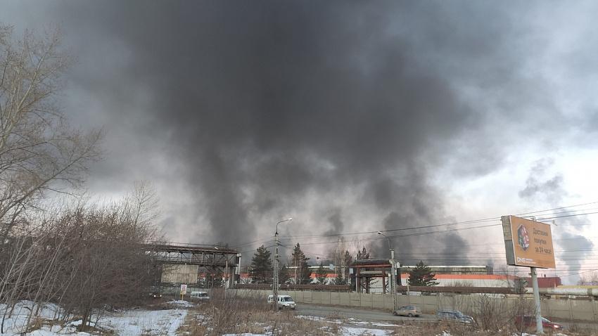 В Миассе загорелся автомобильный завод
