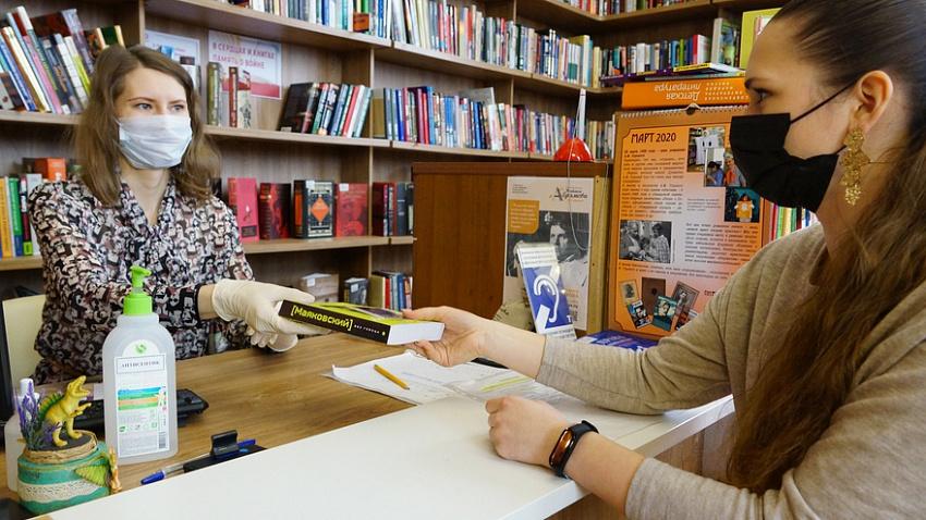 Карантин в компании книг: челябинские библиотеки столкнулись с ажиотажем